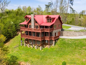 """""""Cabin of Dreams"""" exterior view, near the Island in Pigeon Forge, Tennessee"""
