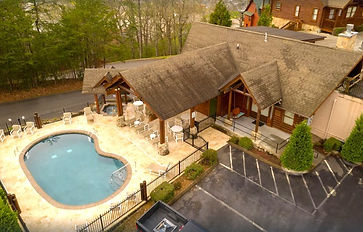 Big bear resort 305, handicapped accessible cabin in Pigeon Forge, pool view
