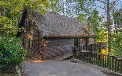 Cabin near Anakeesta in Gatlinburg TN, Aarons Lodge, exterior view