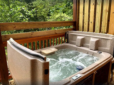 Bearadise, cabin near The Island in Pigeon Forge, Tennesee. Hot tub on deck