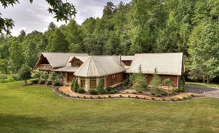 Cabins for Christmas & Thanksgiving Holidays, Pigeon Forge, TN exterior view of Creekside Lodge