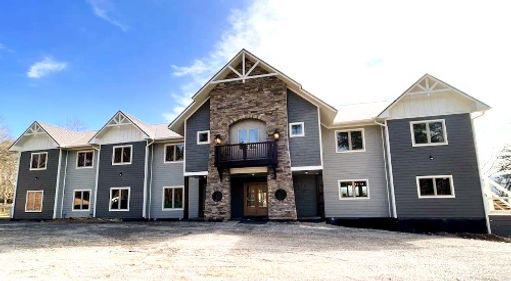 Grand LeConte Lodge Exterior, cabin in Pigeon forge near Dollywood, ADA Accessible with pool inside