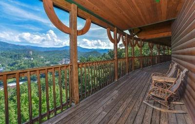 Large cabin near Anakeesta in Gatlinburg TN, Aarons Lodge, deck overlooking Gatlinburg, view