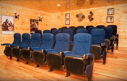 """Cabin for Christmas or Thanksgiving holidays in Sevierville, Pigeon Forge and Gatlinburg, """"10 Point Buck"""" theater view"""