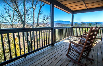 Yourcation Awaits Pet Friendly cabin near Dollywood, deck and mountain view