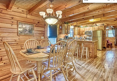 Tanquility Point Gatlinburg Wheelchair Accessible Cabin, dining room