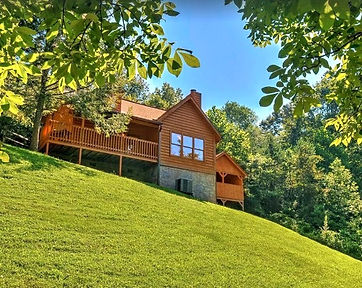 The Great Escape Cabin Pigeon Forge rentals, Cabins Pet Friendly close to Dollywood, exterior view of cabin