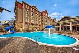 Black Fox Lodge Pigeon Forge TN hotel and pool