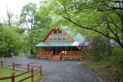 Cabin near Anakeesta in Gatlinburg TN, Nature's Retreat, exterior view