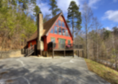 Front view of Mountain Recreation Cabin in Pigeon Forge TN, a pet friendly cabin close to Dollywood