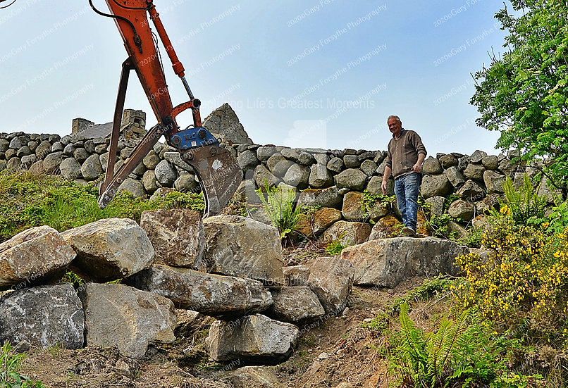 A Dying Breed - The 'Mourne' Wall Builders - Ireland