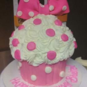 Minnie Mouse Cupcake Birthday Cake