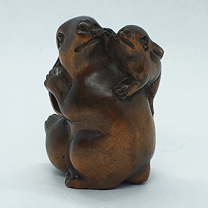 Boxwood netsuke - Rabbit and Baby