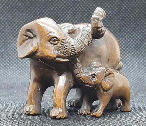 Boxwood netsuke - Elephant with calf