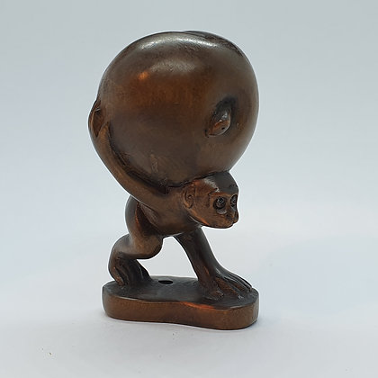 Boxwood netsuke - Monkey carrying fruit