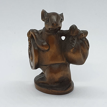 Boxwood netsuke - Travelling Mouse