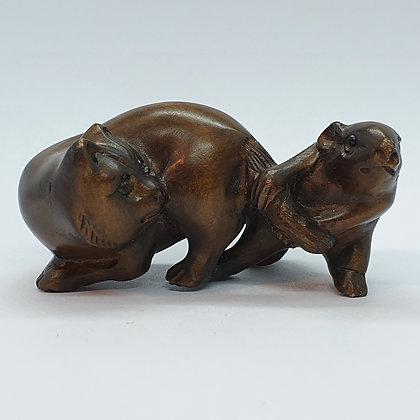 Boxwood netsuke - Cat and a Rat