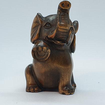 Boxwood netsuke - Playful elephant