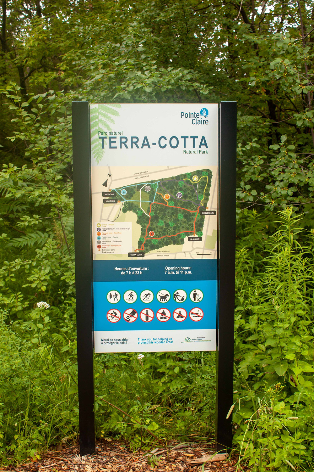 powder coated graphics wayfinding sign with map of park and icons