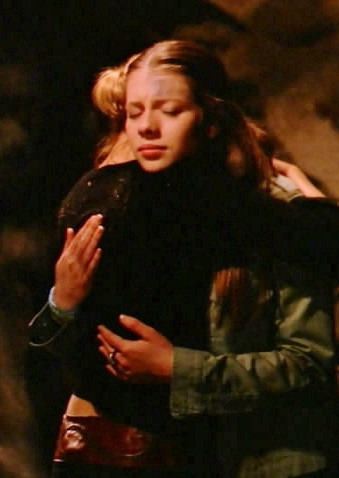 Dawn and Buffy hugging