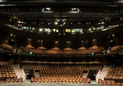 newlondon_auditorium_1