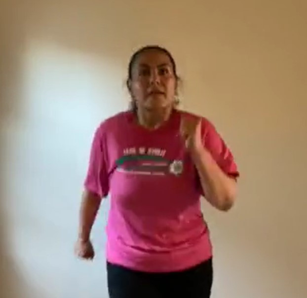 Instructor teaching Muevete from home