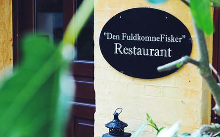 restaurant_facade.jpg