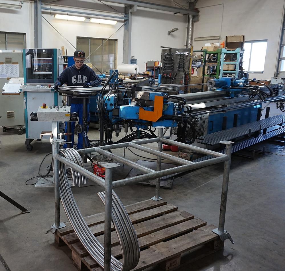 Multiradien-Biegen an der CNC-Biegemaschine S80.6 von RASI.