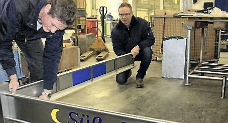 Metallbauer Robert Müller aus Untitz baut ein Bett als Meisterstück