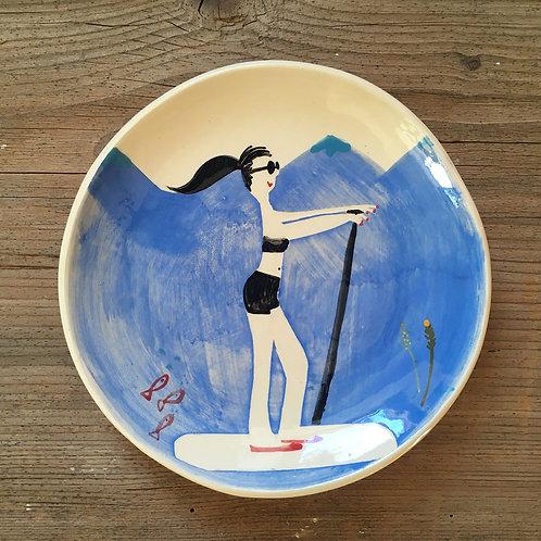 """Assiette """"Jeannie sur son paddle"""""""