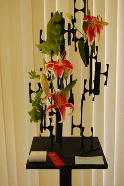 Floating wall arrangement
