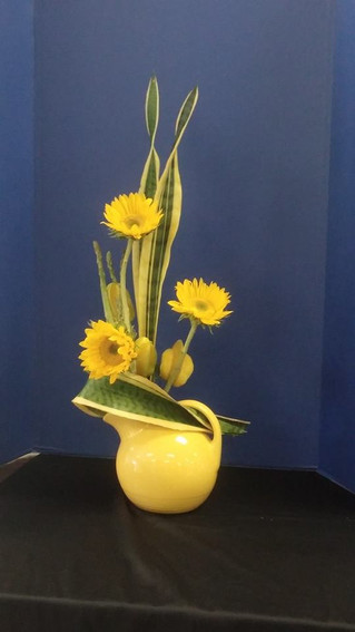 2014 State Flower Show Chairwoman, Carol Lucia, Visits CGC for a Design Demonstration