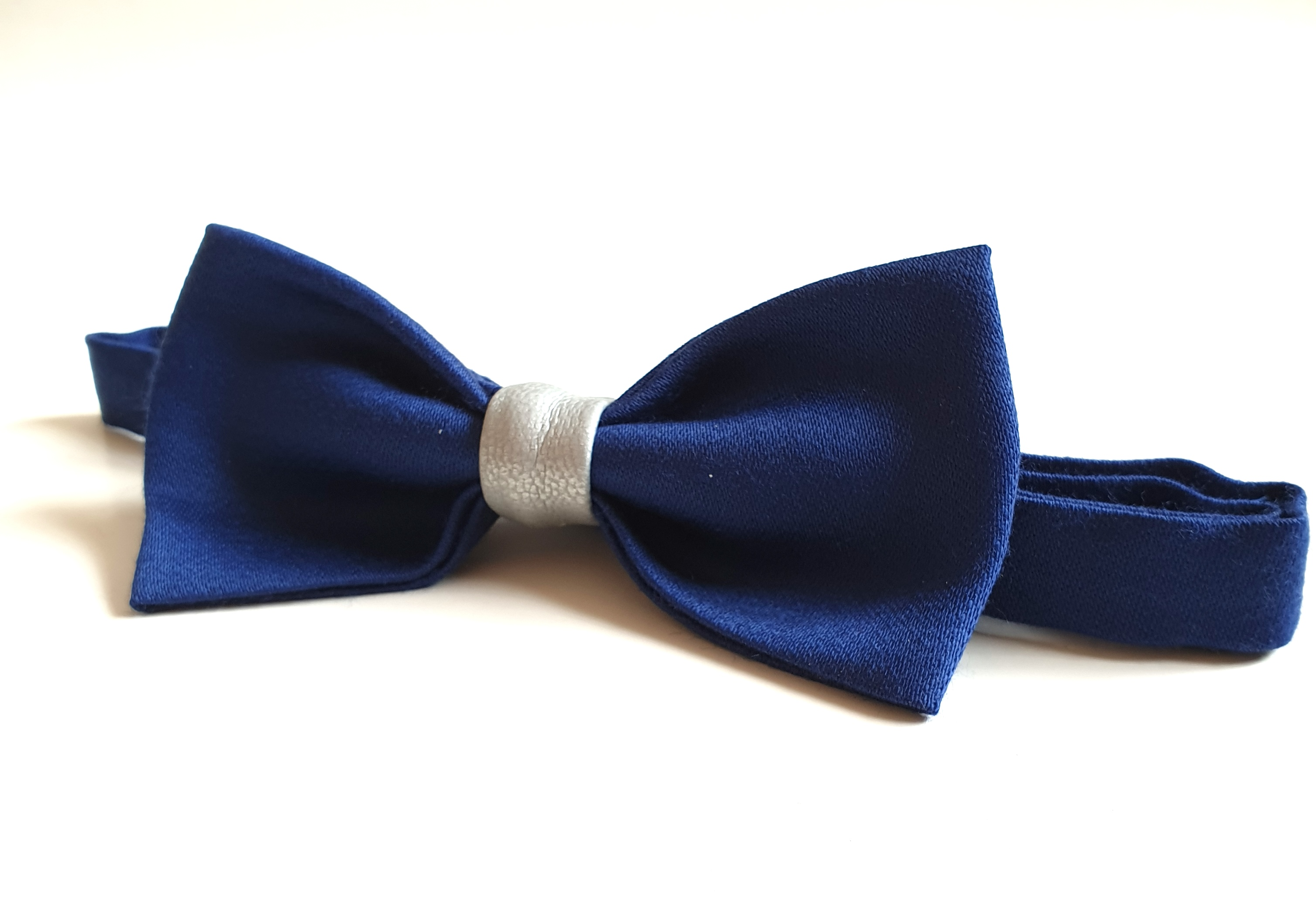 Bow Tie - Silver Stripe