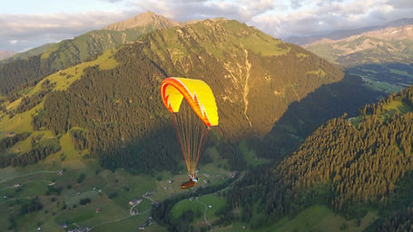 Paragliding Gstaad