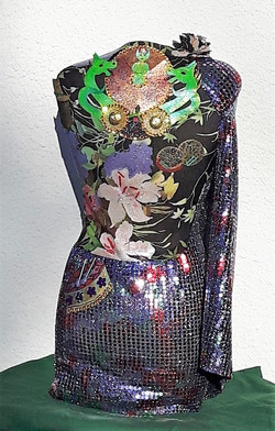 QUEEN CARNIVAL - BACK VIEW