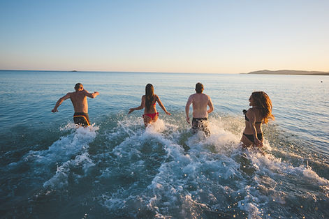 People swimmig i cape town
