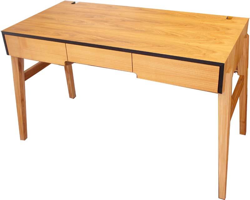 Schreibtisch in Elsbeere