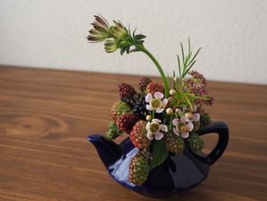 残りの花材でもう一品。63