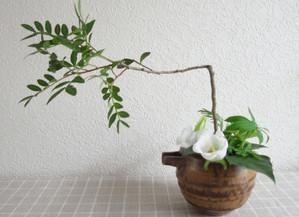 残りの花材でもう一品。4