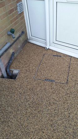 Recessed manhole with Resin Bound