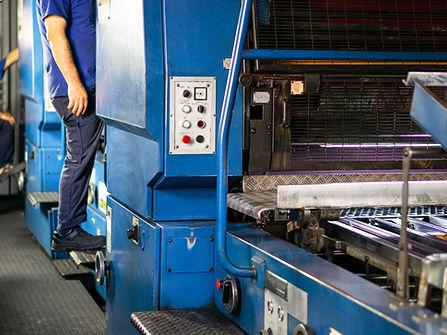 Teksan's printers decorating tins on offset printing line