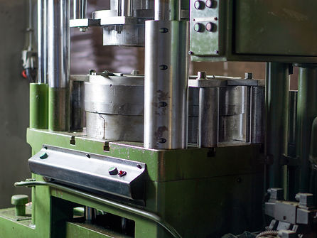 Teksan's hydraulic press forming boxes out of tinplate