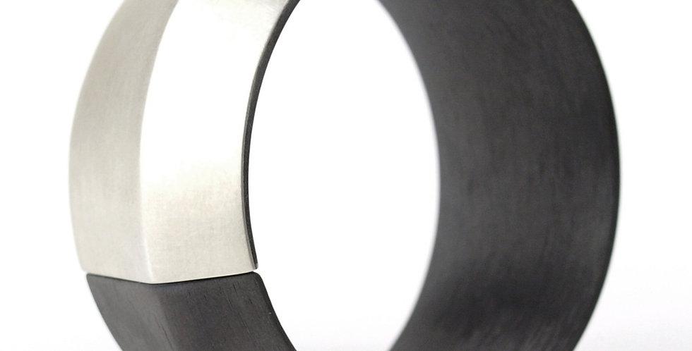 Schwenkbarer Armreif aus Carbon - breit/kantig