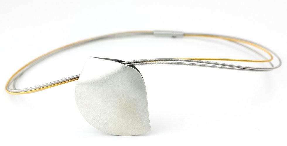 Collier mit Blattförmigen Carbon/Silber-Anhänger
