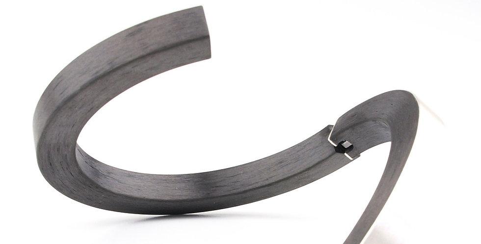 Vierkantiger Armreif aus Carbon mit Silberauflage