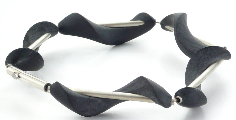 Gedrehtes Armband aus Carbon