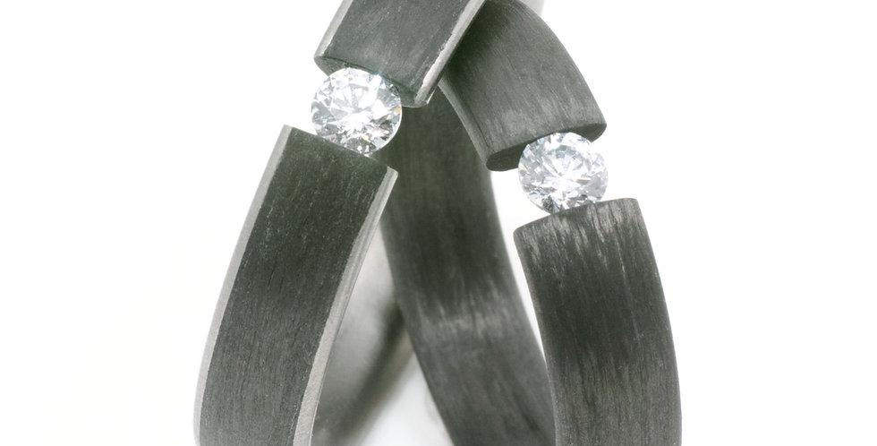 Carbon-Titan-Spannring mit Brillant, Moissanit oder Zirkonia
