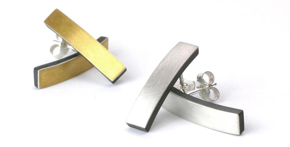 Längliche Carbon-Ohrstecker mit Edelmetallauflage