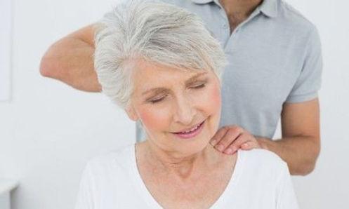 massagem em idosos.jpg