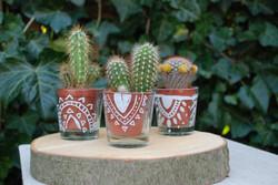 >> design on vase <<